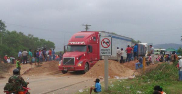 En la carretera se levantó el bloqueo a las 15:00; sin embargo a las 18:00 los bloqueadores volverán a cerrar la carretera que conecta a Santa Cruz con Yacuiba