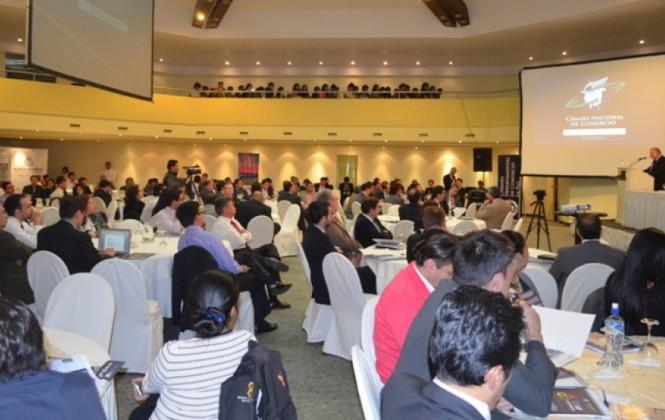 Experto del BM advierte que un empresario en Bolivia destina el 27% de su tiempo en hacer trámites