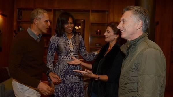 Como viejos amigos, los Macri y los Obama se despidieron en el hotel Llao Llao.