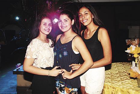 Alejandra Villanueva, Camila Crapuzzi y Carmen Julia Áñez