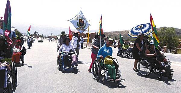 Los marchistas del bloque de personas con discapacidad piensan llegar a La Paz para presionar por una renta mensual de Bs 500