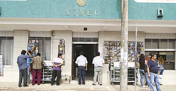 Frontis del edificio de la entidad de seguro de salud hoy en conflicto