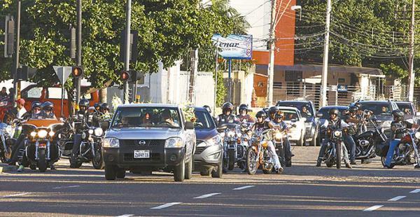 Más de medio centenar de motociclistas escoltaron los restos de José Ernesto hasta su última morada