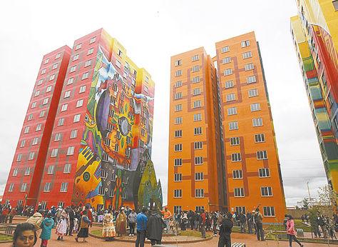 El Alto. Vista de los bloques de viviendas sociales del condominio Wiphala, entregados en febrero.