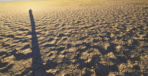 el lago  poopó es el símbolo de que las fuentes de agua dulce están en peligro Este lago era el segundo más importante del país. Fue perdiendo agua hasta quedar seco