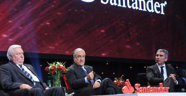 El exmandatario chileno está en Madrid para participar de un seminario y  en el festejo de cumpleaños de Mario Vargas Llosa
