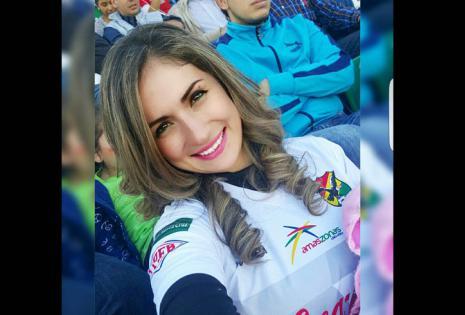 """Nataly Subirana, pareja de Ronal Eguino hace 3 años. """"Veré el partido en mi casa. Pido que Dios ilumine a mi amado y que Juegue con mucho corazón y amor a la camiseta. En casa lo apoyamos y le deseamos quetenga un excelente partido"""""""