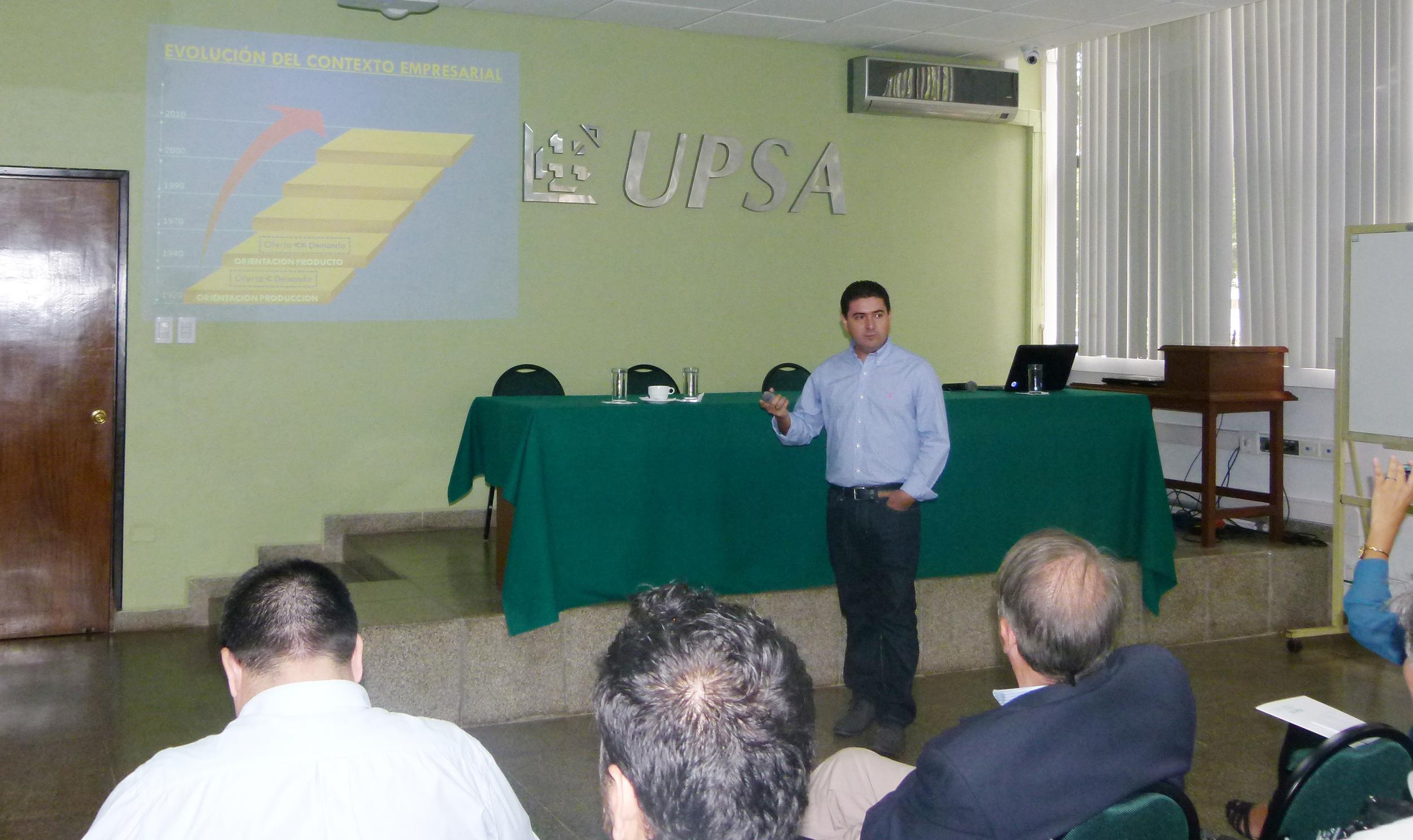 Foto1_Alejandro Ruiz en conferencia