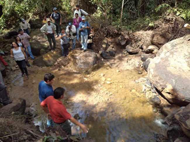 Derrame de petróleo amenaza a fuente acuífera de Bermejo