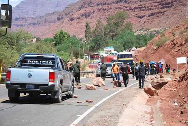 Más de 150 policías rodean a Camargo para evitar disturbios