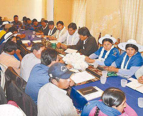 Evaluación. El mandatario Evo Morales se reúne con la Federación de Trabajadores Campesinos de Cochabamba.