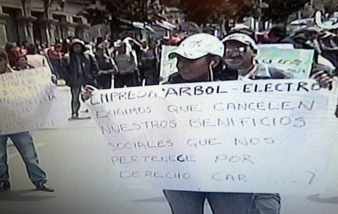 Cuatro marchas paralizan el centro de La Paz