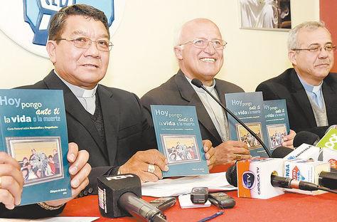 Conferencia. Representantes de la Iglesia Católica, el viernes.