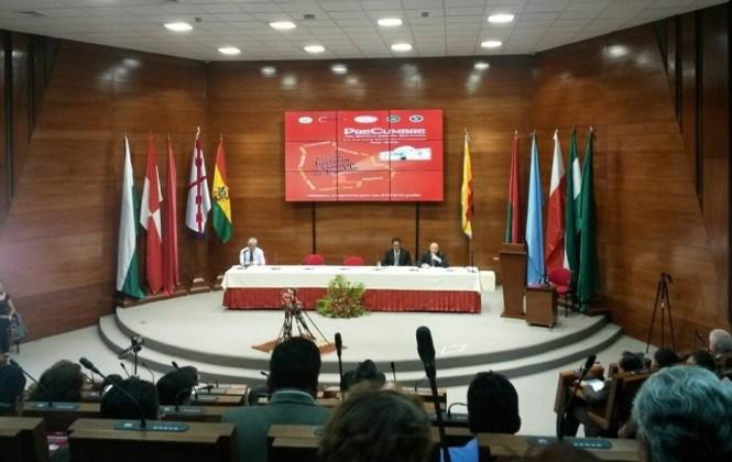 Entre halagos y críticas inauguran la precumbre judicial