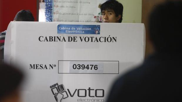 Peruanos van a las urnas para elegir al próximo presidente