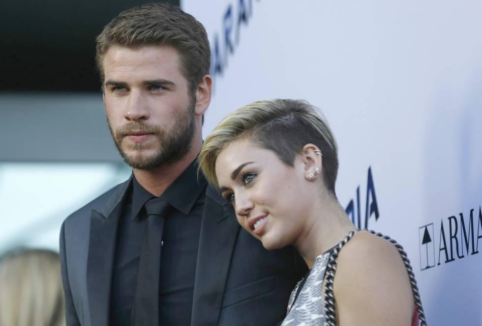 Miley Cyrus y Liam Hemsworth, en un estreno en Los Ángeles en agosto de 2013.