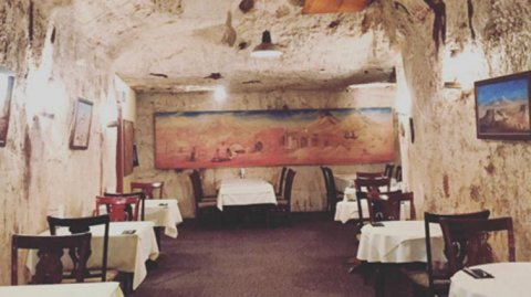 Coober Pedy es un lugar único en el que hasta los restaurantes son subterráneos.