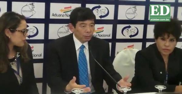Kunio Mikuriya, durante la conferencia de prensa, destacó lo realizado por la Aduana de Bolivia