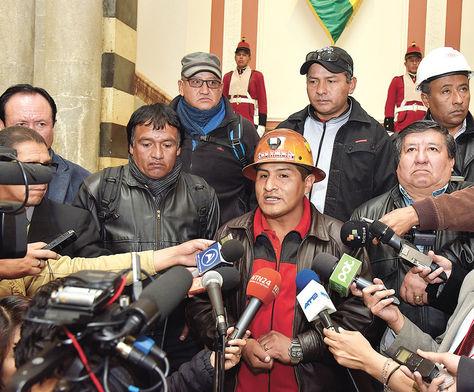 Palacio. El ejecutivo de la COB, Guido Mitma, informa sobre los resultados de la cita con Morales.