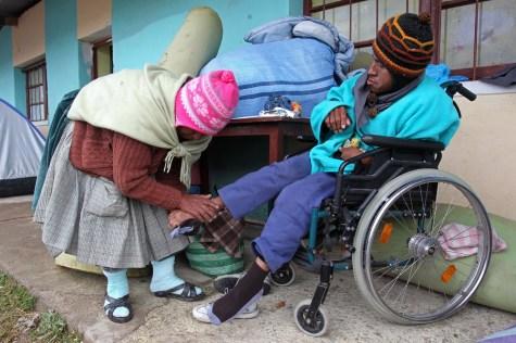 El frío, la lluvia, el mal de altura y sus desvencijadas sillas de ruedas no han sido obstáculo para las cientos de personas con discapacidad