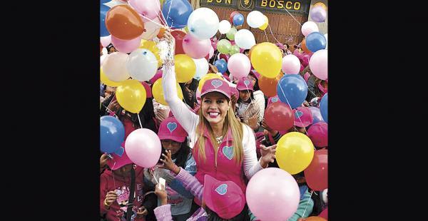 Maricruz se divierte en su faceta de primera dama del municipio paceño