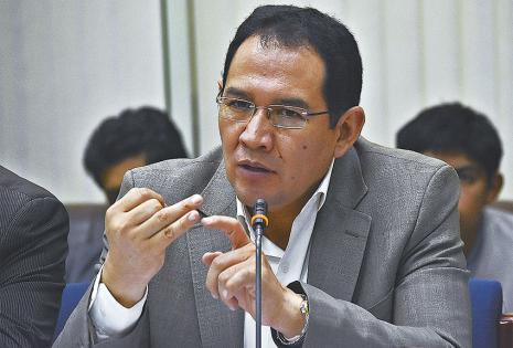 El fiscal Guerrero presentó su informe a la comisión legislativa