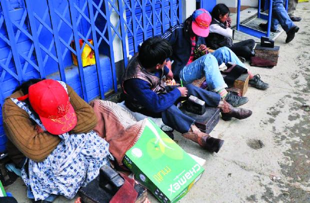 En Bolivia 34.000 niños trabajan y estudian, revela primer registro