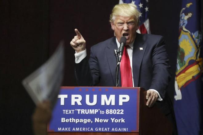 El candidato republicano a las primarias Donald Trump, en un mitin de campaña en Bethpage (Nueva York). CARLO ALLEGRIREUTERS