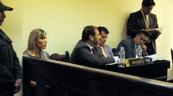 Gabriela Zapata junto a su equipo de abogados defensores durante su audiencia en el juzgado Tercero Penal de La Paz, ayer.  - Wilson  Aguilar La Prensa