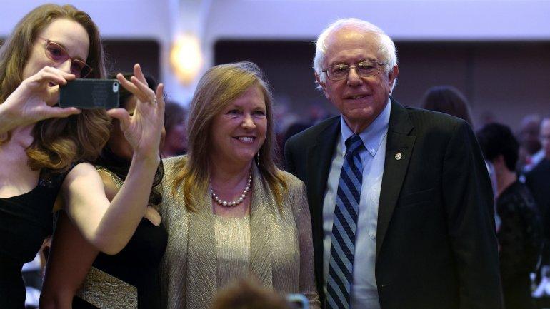 Ni Trump ni Clinton fueron a la cena, pero el pre candidato demócrata Bernie Sanders asistió; Obama le dijo
