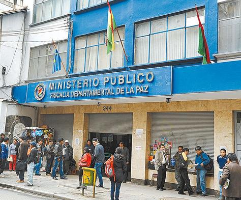 Pesquisas. Ingreso a la Fiscalía de La Paz, institución donde se indaga los dos casos de corrupción.