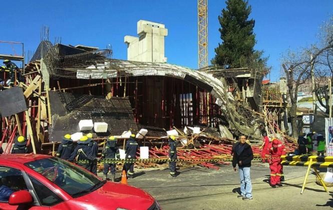 Derrumbe en construcción de teleférico deja varios heridos en La Paz