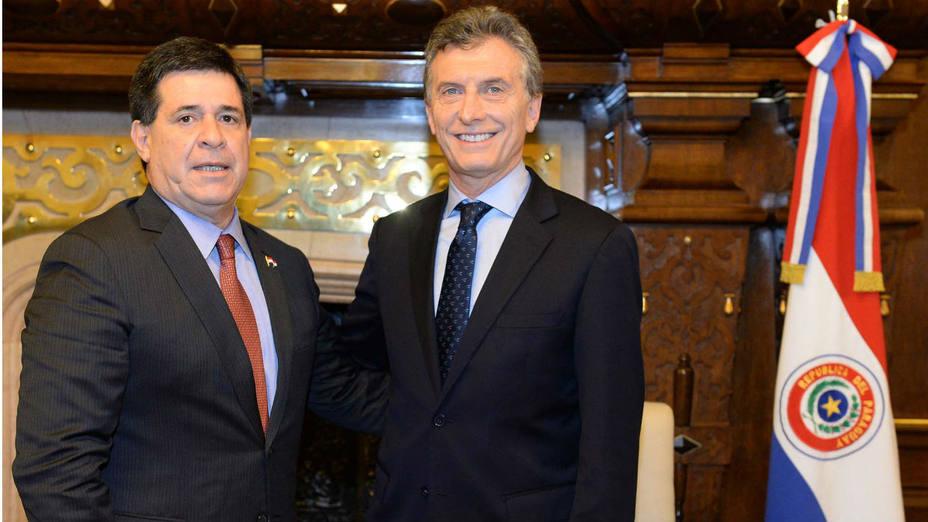 El presidente de Argentina, Mauricio Macri, recibe a su par de Paraguay, Horacio Cartes (Efe)