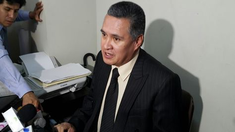 El abogado Eduardo León hizo la denuncia del atentado esta mañana. Foto: Ángel Guarachi