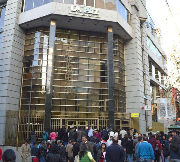Los ahorristas de Mutual La Paz siguieron con incertidumbre la acción de intervención de parte de los ejecutivos de ASFI.