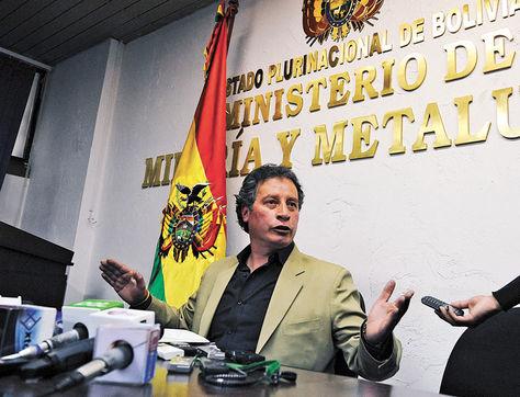 Informe. El ministro de Minería y Metalurgia, César Navarro, en la conferencia llevada a cabo ayer.
