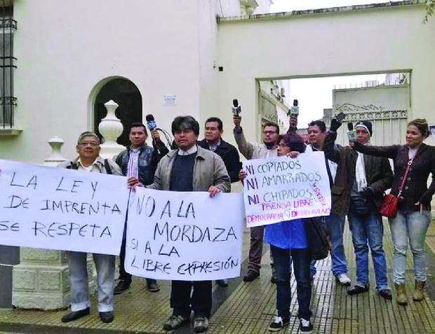 Los periodistas y los abogados marchan contra el Gobierno