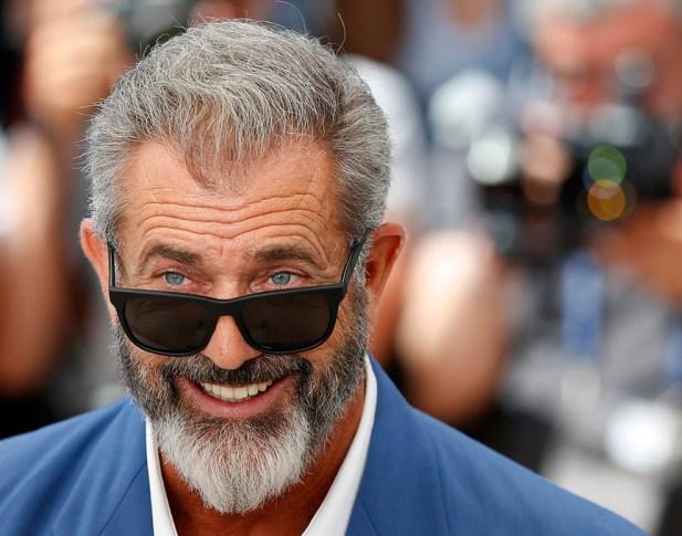 Mel Gibson, ofendiendo a alguien con la mirada.