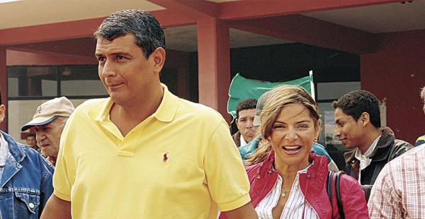 """Ernesto Suárez pidió que dejen en paz a su esposa, Naneth Aponte. """"El político soy yo, no ella"""", aseveró"""