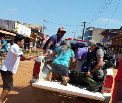 El cuerpo sin vida del policía Mamani. Foto: Fides