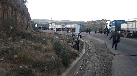 Bloqueo de transportistas en la carretera Sucre- Potosí. Foto: Heber Ingala