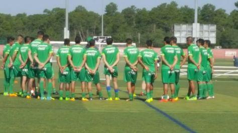 El grupo de la selección reunido antes de comenzar el entrenamiento.