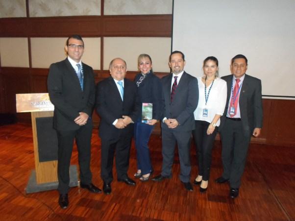 Joaquín Montaño, Alvaro Toledo, Karina Paz, Rafael Loayza, Irlanda Monroy y Mario Denar