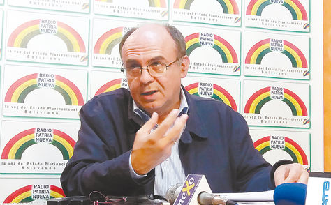 La Paz. El titular de Defensa, Reymi Ferreira, durante la conferencia de prensa que ofreció ayer.