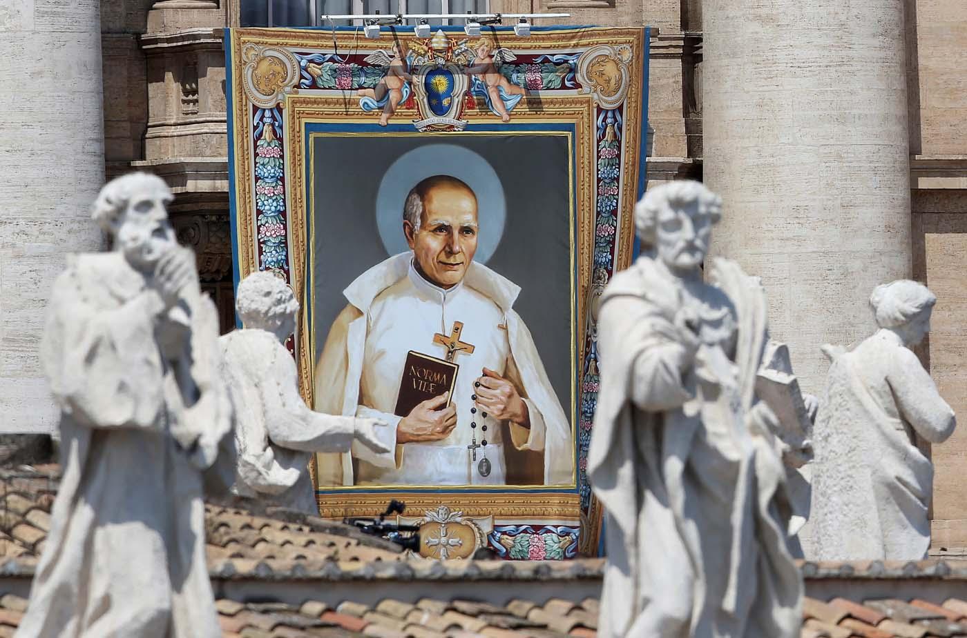 2016-06-05T100232Z_912273461_S1AETIDERWAA_RTRMADP_3_POPE-CANONISATION