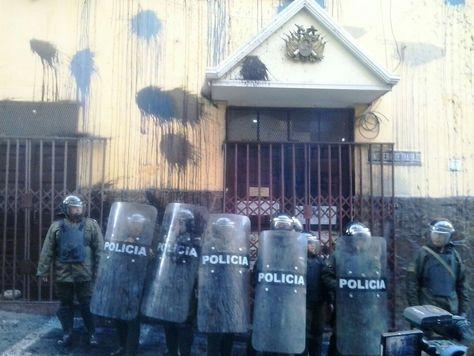 Así quedó la fachada del Ministerio de Trabajo. Foto: Janira Martínez
