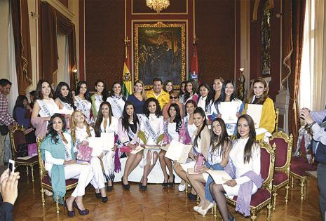 El alcalde Luis Revilla y su esposa, Maricruz Ribera, les dieron una cálida bienvenida