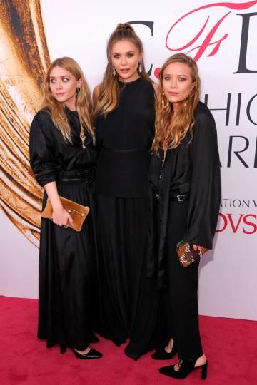 Mary-Kate, en el centro Elizabeth Olsen y, a la derecha, Ashley Olsen el pasado lunes en Nueva York.