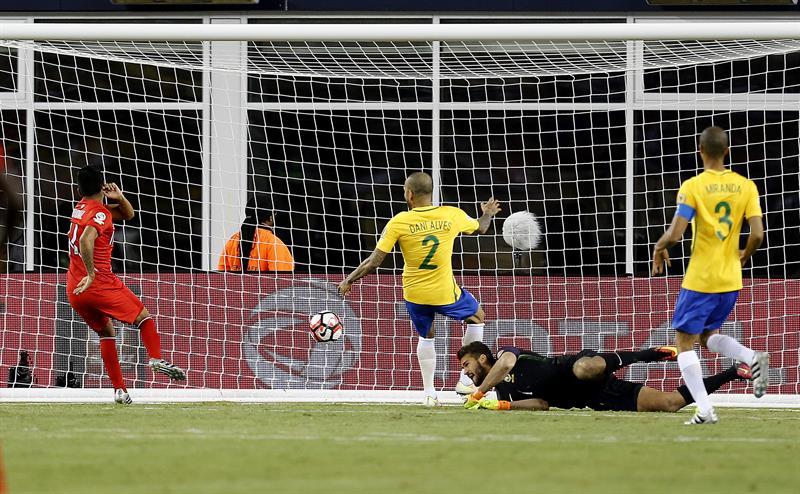 El gol con la mano de Ruidíaz: La jugada que desató la furia de todo Brasil