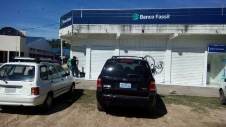 Perforan-pared-de-un-banco-y-roban-335-mil-bolivianos-